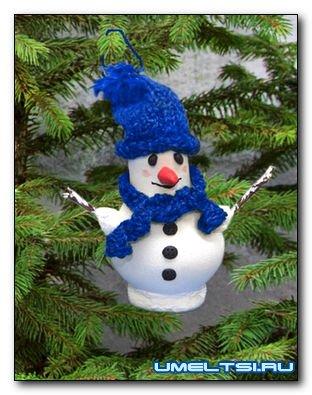 Снеговичек для елки из лампочки