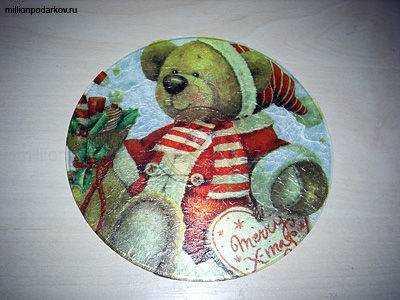 Поделка из нерабочих компакт-дисков «Магнит на холодильник 'Медвежонок'»